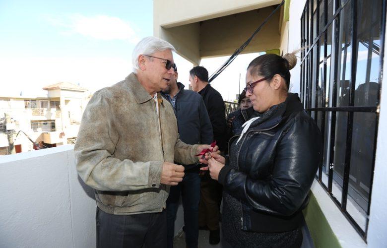 Entregan la primera casa a una de las familias afectadas de Lomas del Rubí