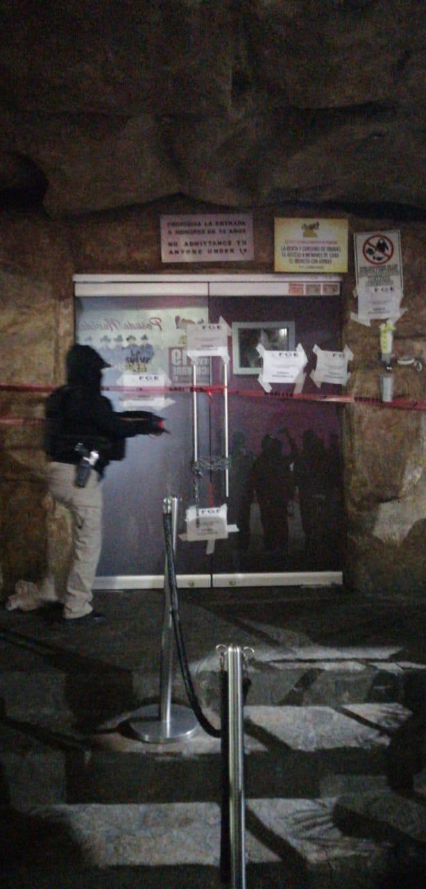 Por sospecha de narcomenudeo catean y clausuran la Cueva del Peludo
