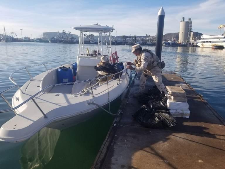Decomisan embarcación con droga en Ensenada