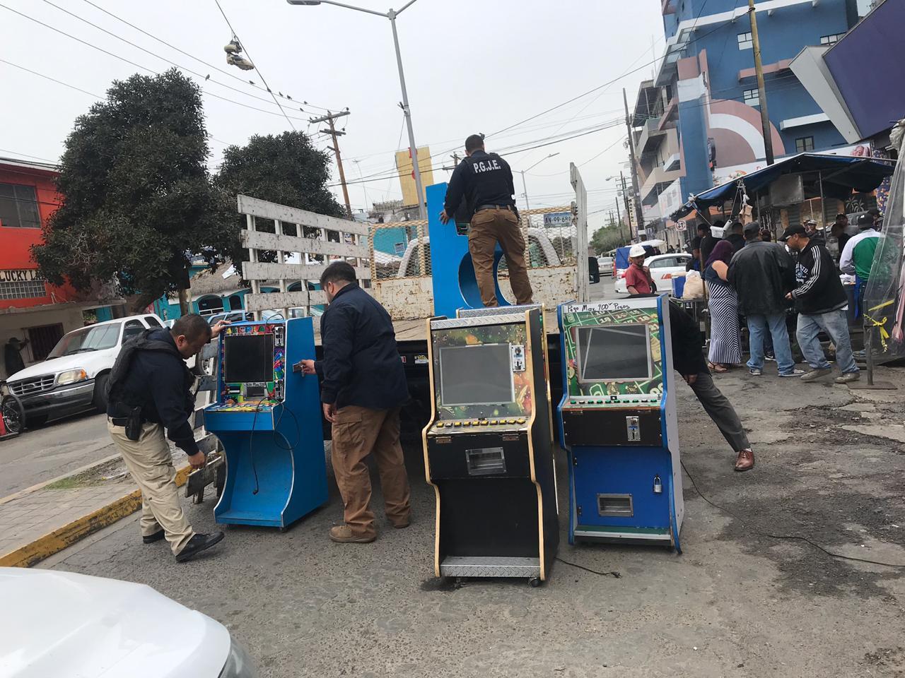 Decomisan 35 máquinas tragamonedas en 3 cateos