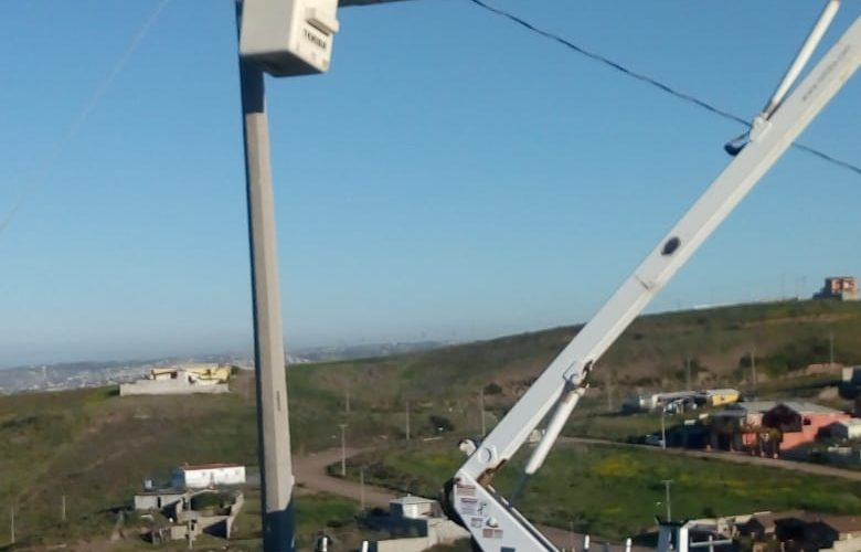 Reparan alumbrado público en fraccionamiento Agua Marina