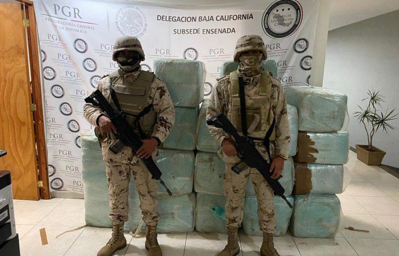 Decomisan embarcación con droga y detienen a 4
