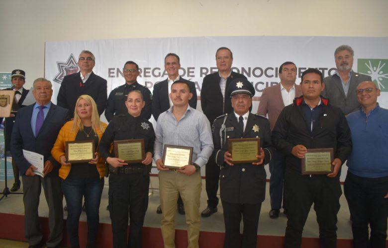 Reciben reconocimientos cinco oficiales de la Policía Municipal de Tijuana