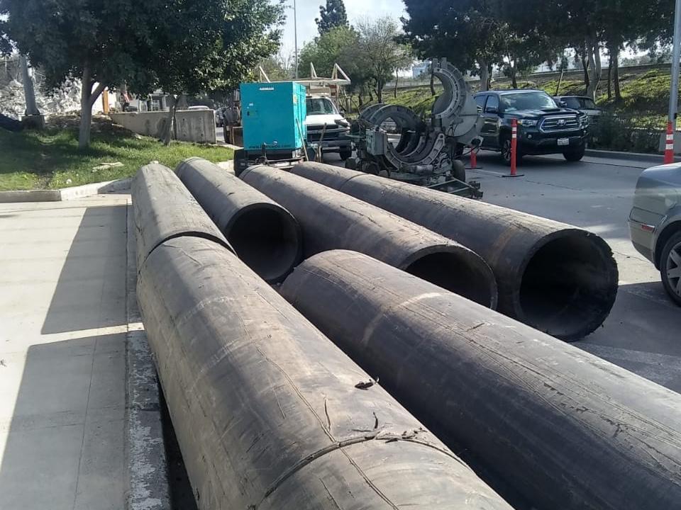 Introducen de nueva tubería del colector oriente a un costado del Centro de Gobierno
