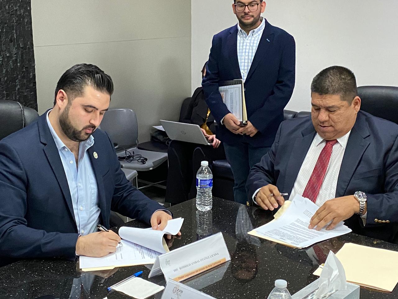 """Firman convenio para proyecto de """"Ciudades Inteligentes"""""""