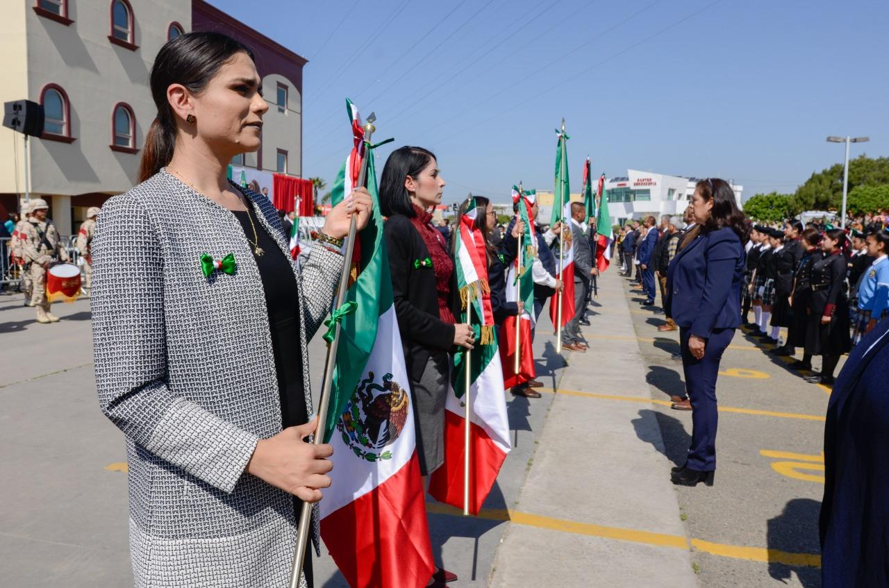 Encabeza Araceli Brown actos conmemorativos al Día de la Bandera