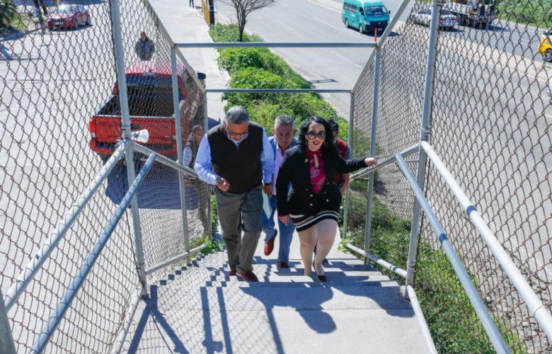 Realiza Araceli Brown recorrido por puentes peatonales para atender necesidades