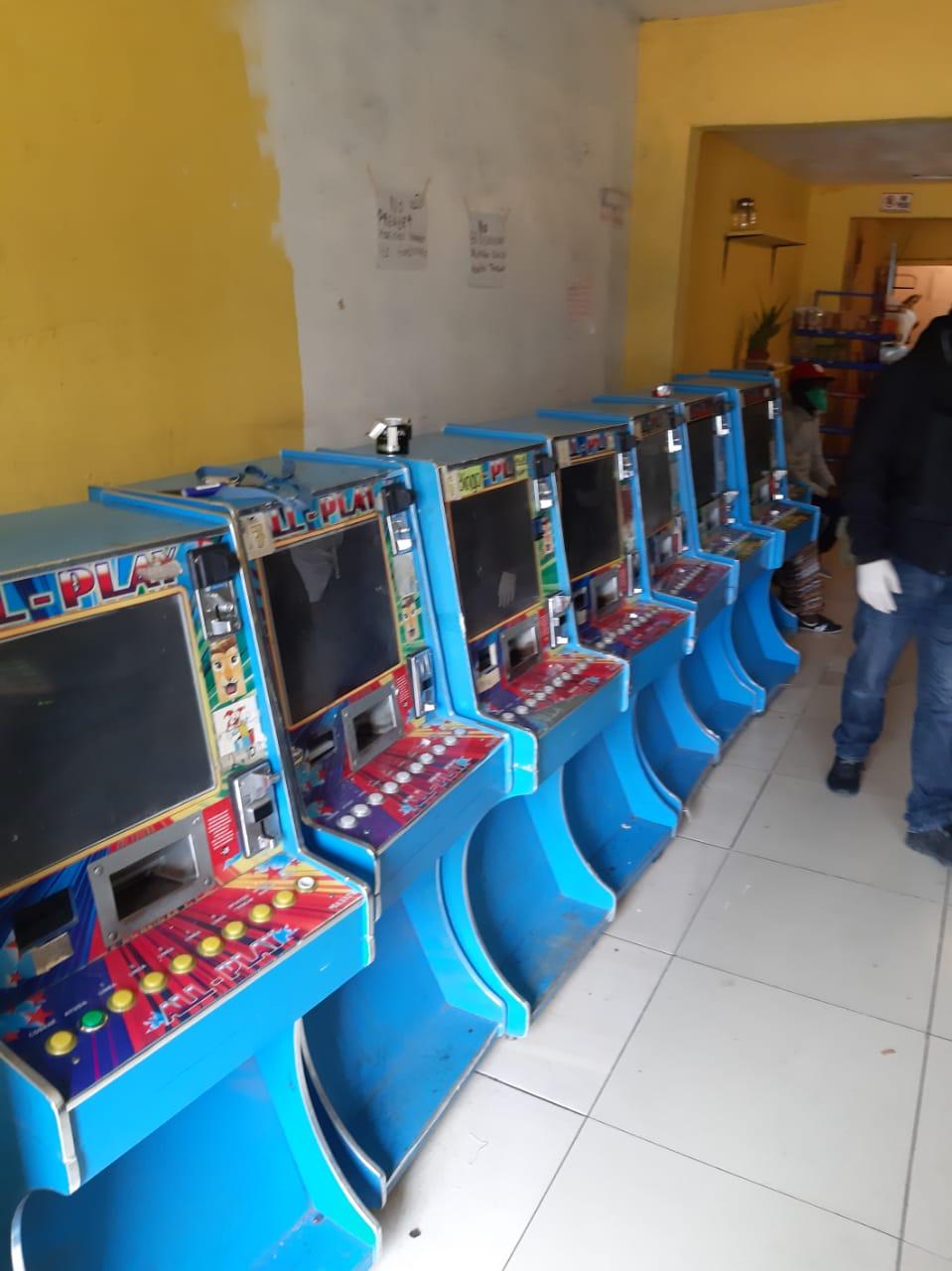 Decomisan 15 máquinas tragamonedas y droga en negocio de la Zona Norte