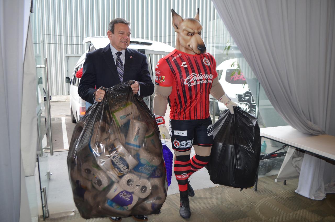 Recibe la FGE donación del Club Tijuana  Xoloitzcuintles de Caliente