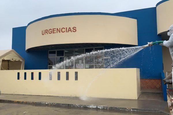 Sanitizan sitios de actividades esenciales en Rosarito
