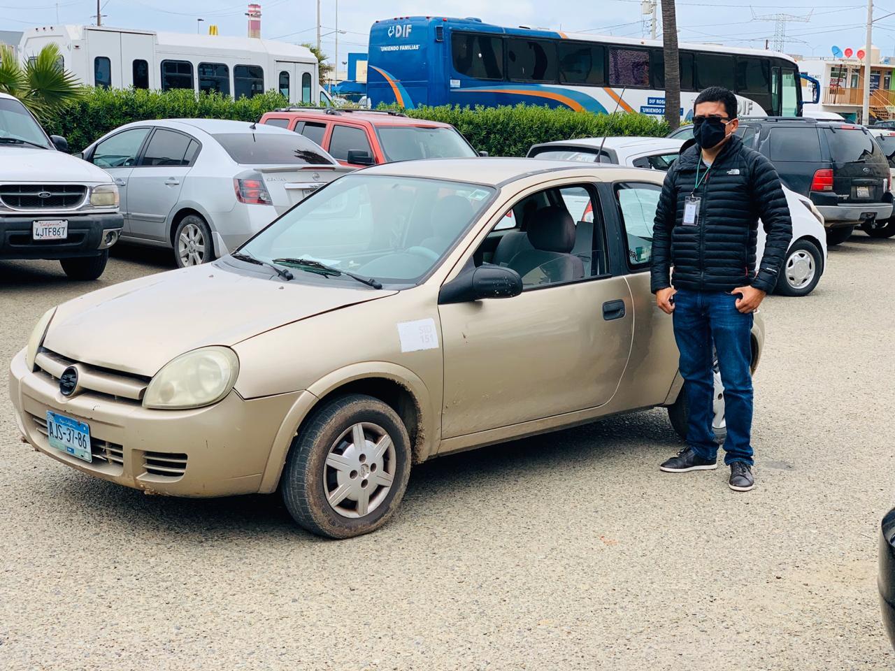 Taxi de la Salud entrega despensas en casas de personas de la tercera edad por COVID 19