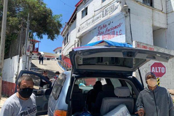 Sistema DIF entrega donativo al asilo de ancianos El Refugio