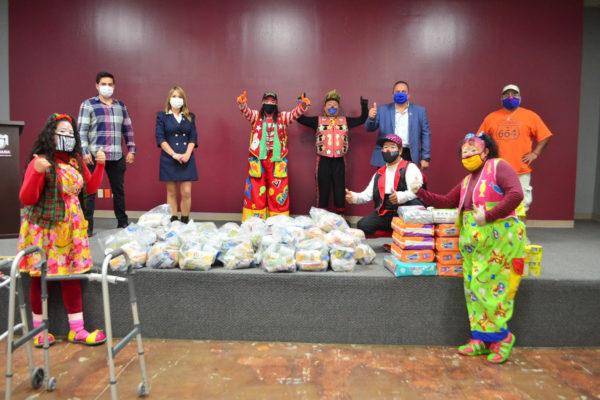 Entregan despensas y artículos de primera necesidad a Comunidad de Payasitos de Tijuana