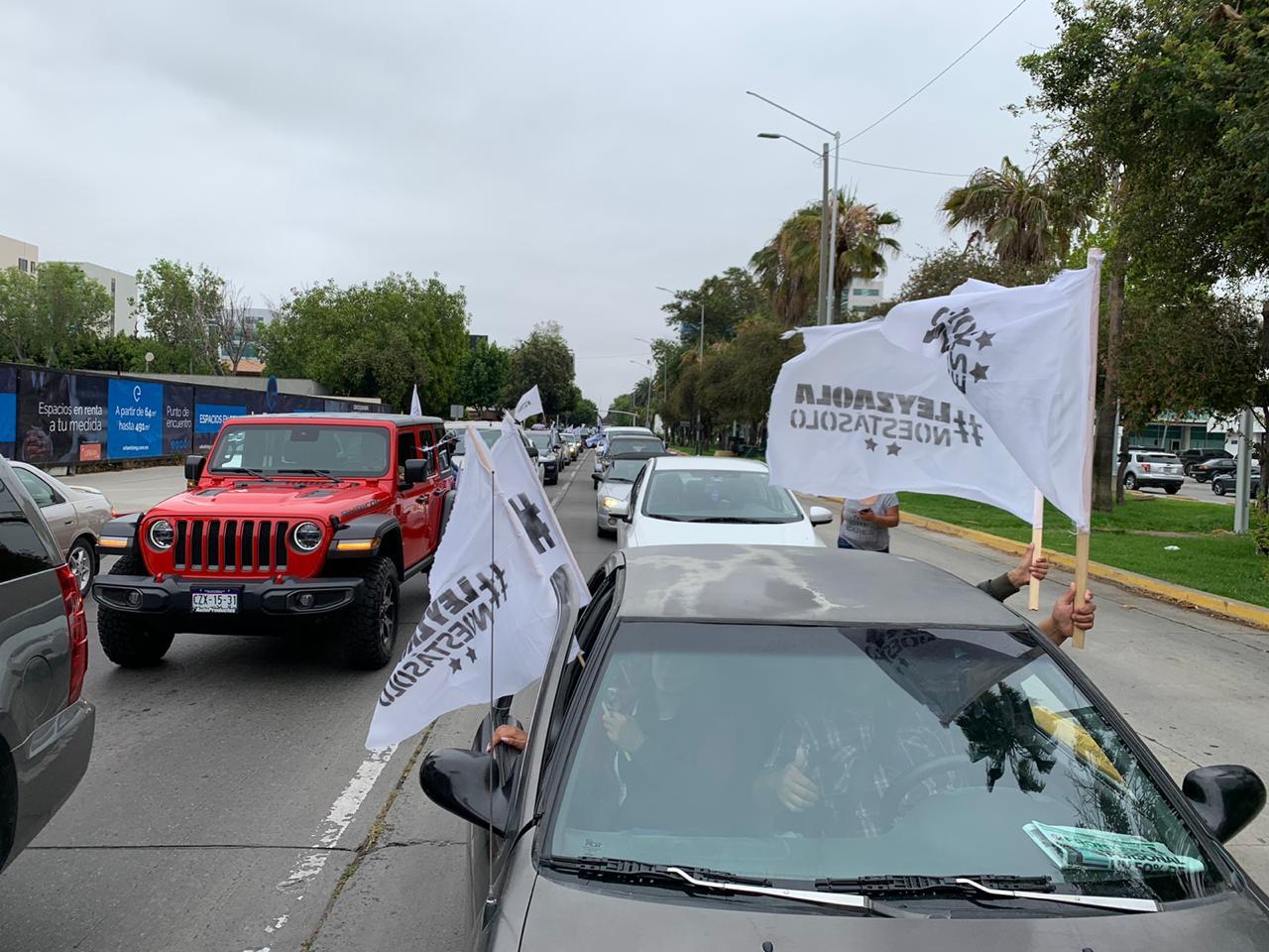 Con caravana de mil vehículos se manifiestan a favor de Julián Leyzaola