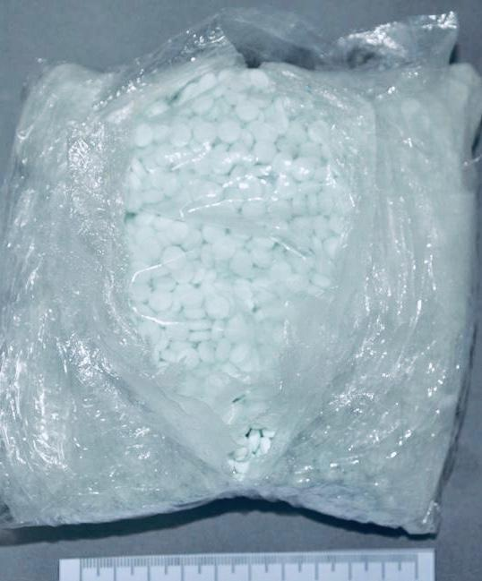 Vinculan proceso a una persona detenida con casi 13 mil pastillas de fentanil