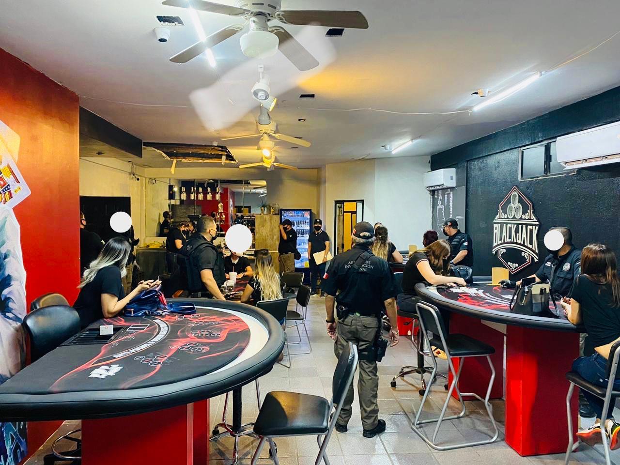 Desmantelan casino ilegal y detienen a 10 personas