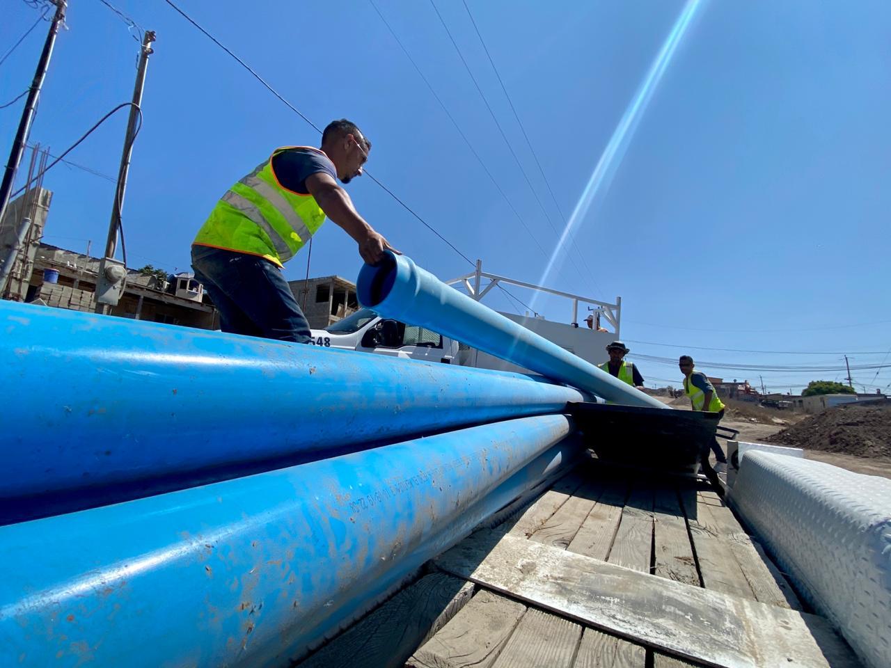 Avanza CESPT en instalación de red de agua para habitantes de Lomas de Coronado en Playas de Rosarito