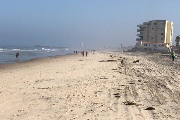 Ciudadanía acata medidas preventivas en reapertura de playas en Rosarito