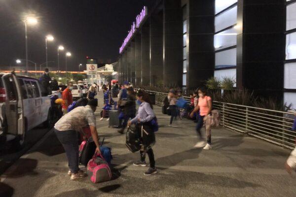 Retornan 22 migrantes hondureños a su país de origen