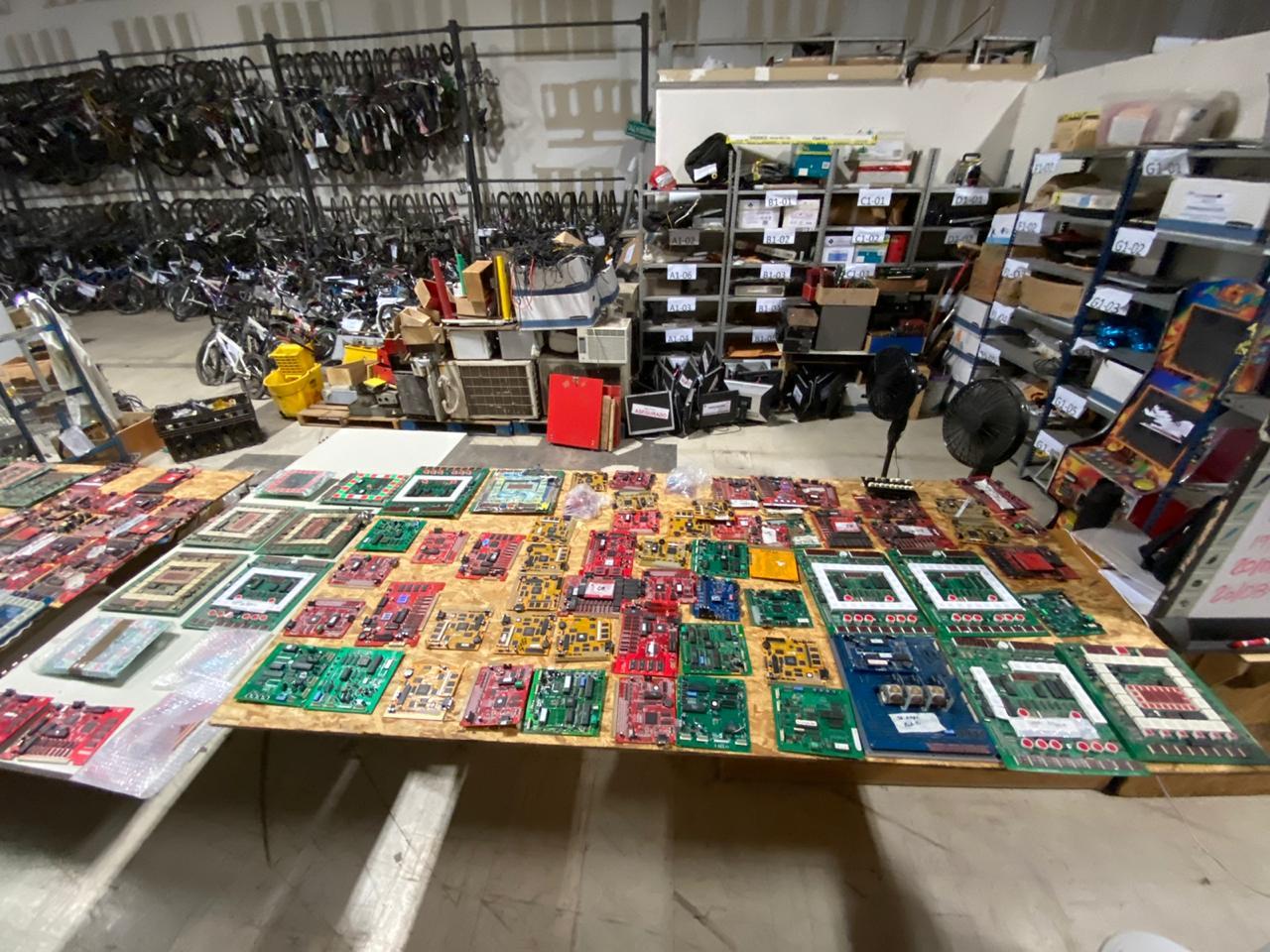 Desmantelan taller para fabricación de máquinas tragamonedas en Mexicali