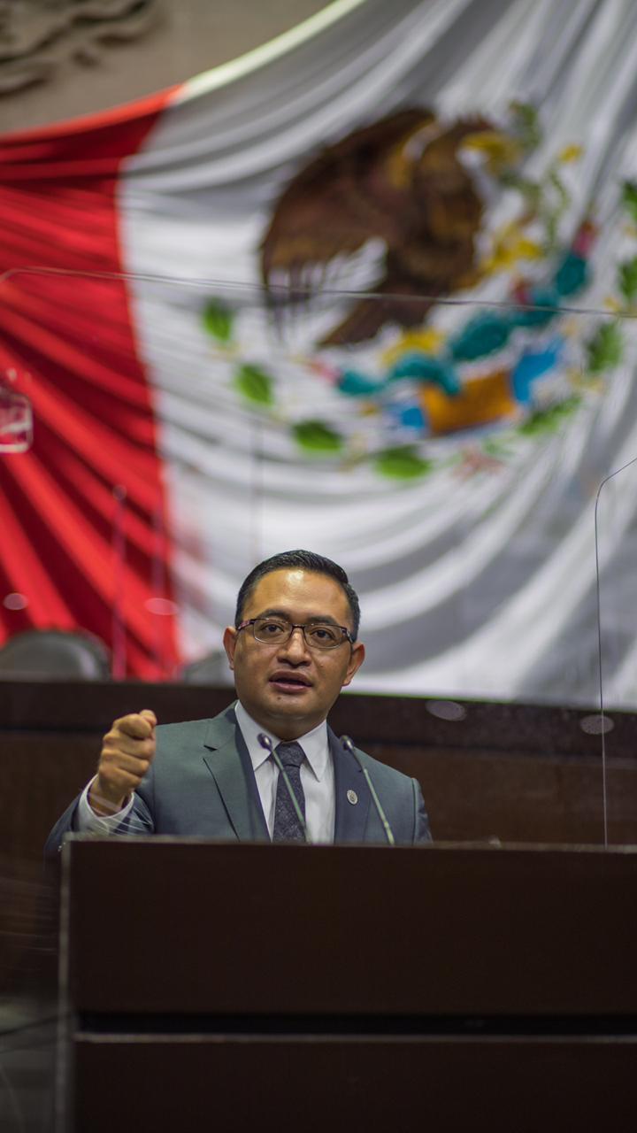Por pleitos políticos exponen a miles de familias: Héctor Cruz