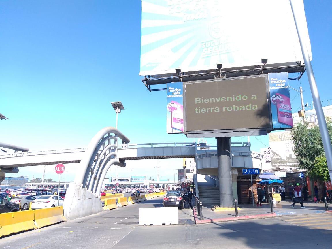 Con anuncios electrónicos protestan contra Trump en Tijuana