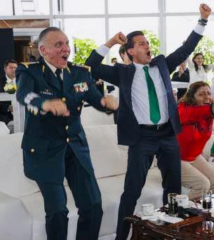 Cienfuegos llega a México, le notifican que lo investigan y se va a su casa