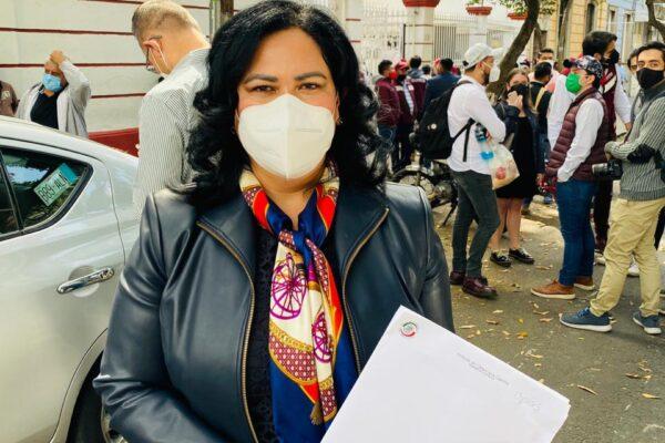 Alejandra León se registra en MORENA para la gubernatura