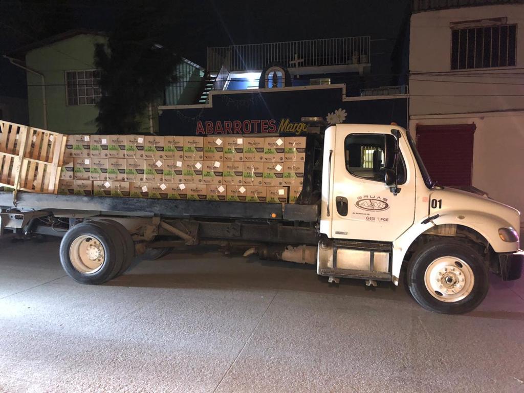Recuperan tracto camión con 16 toneladas de huevo robado