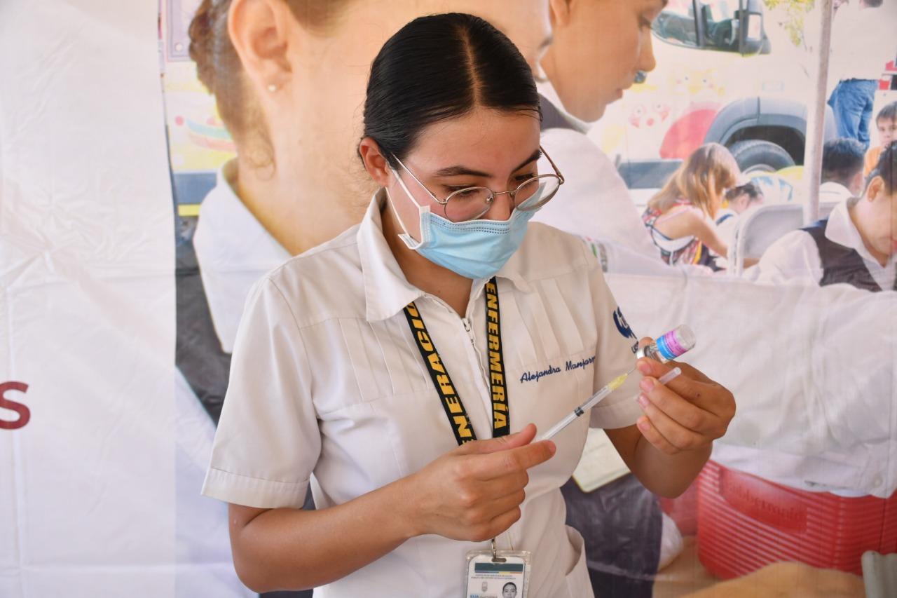 Casi 3 mil enfermeras combaten en primera línea al COVID en BC