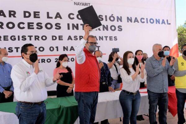 SE REGISTRAN EN EL PRI LOS ASPIRANTES A LAS CANDIDATURAS A DIPUTACIONES FEDERALES