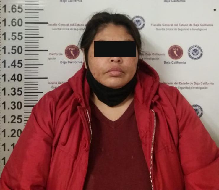 Detienen a mujer con orden de aprehensión por trata de personas