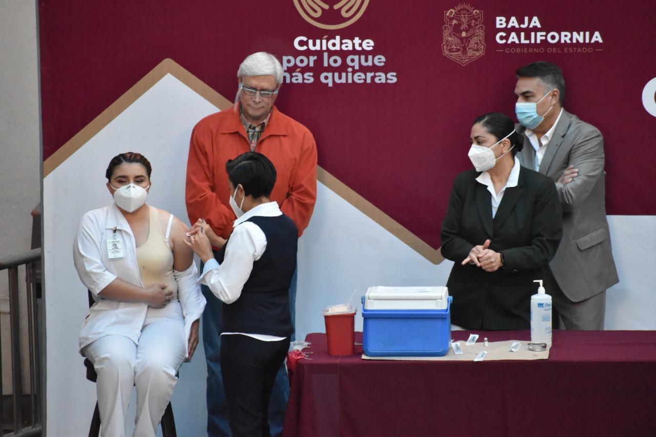 Un acto de justicia iniciar con la vacunación al Personal Médico de BC: Ruiz Uribe