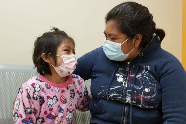 Niña originaria de Puebla lucha contra el cáncer en el Hospital General de Tijuana