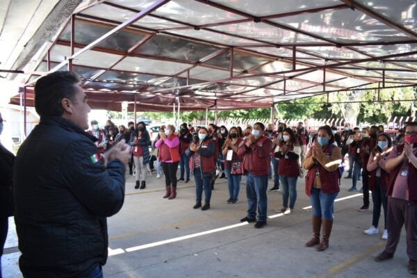 Servidores de la Nación ofrecen un minuto de aplausos por el día del Ejército Mexicano