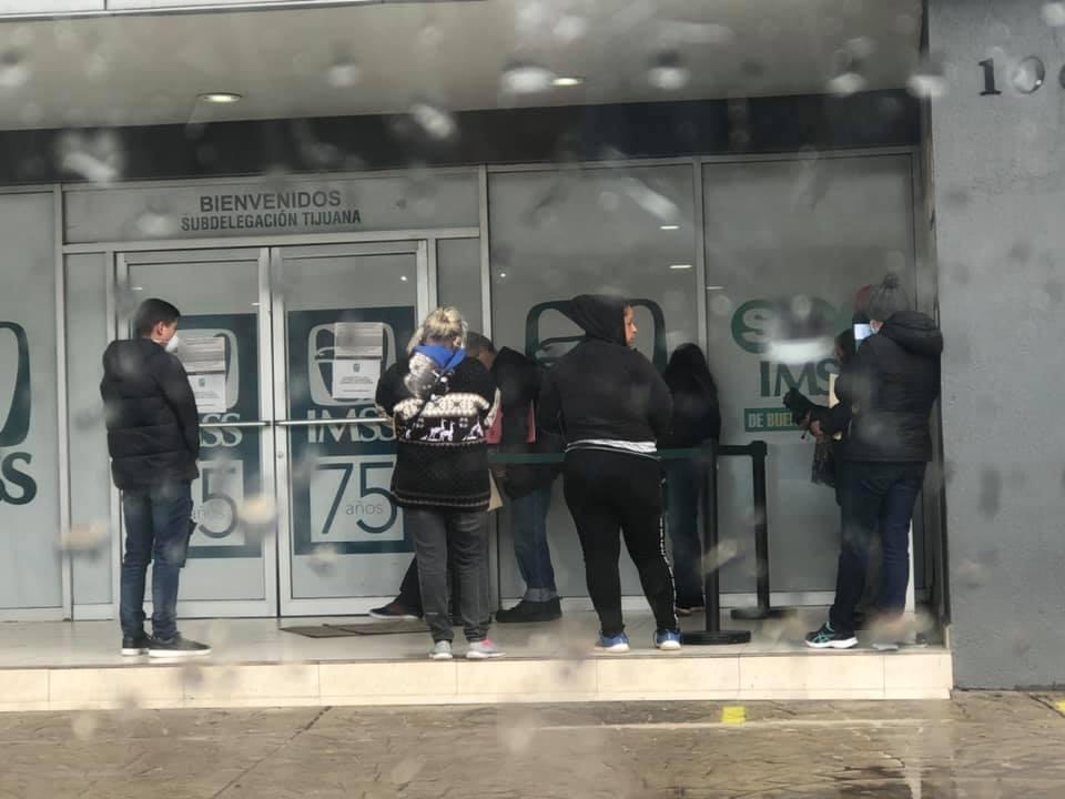 Por festejar la Candelaria empleados del IMSS dejan a abuelitos horas sin atención