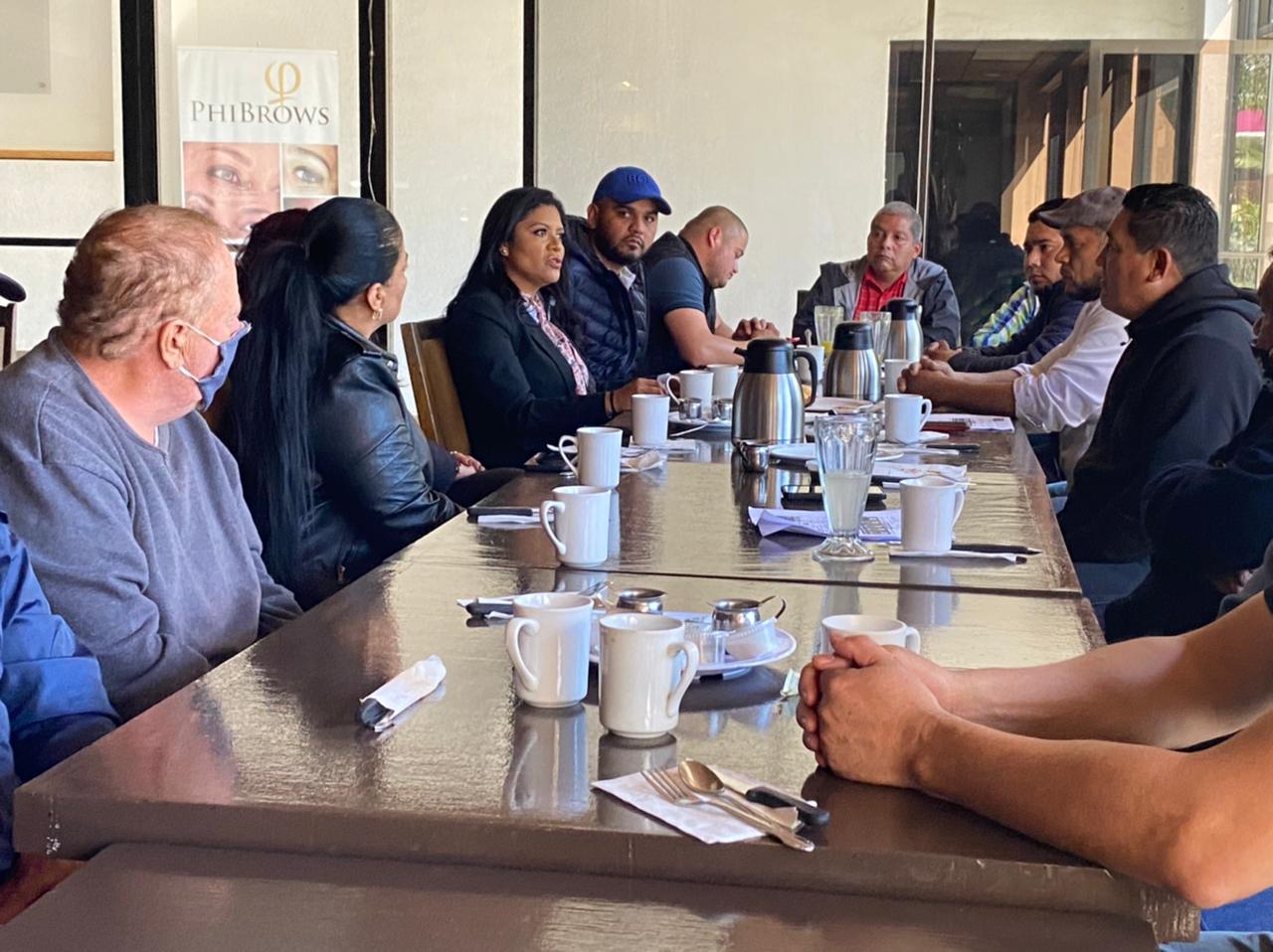 Se reúne diputada Montserrat Caballero con líderes de comercios ambulantes y sobreruedas
