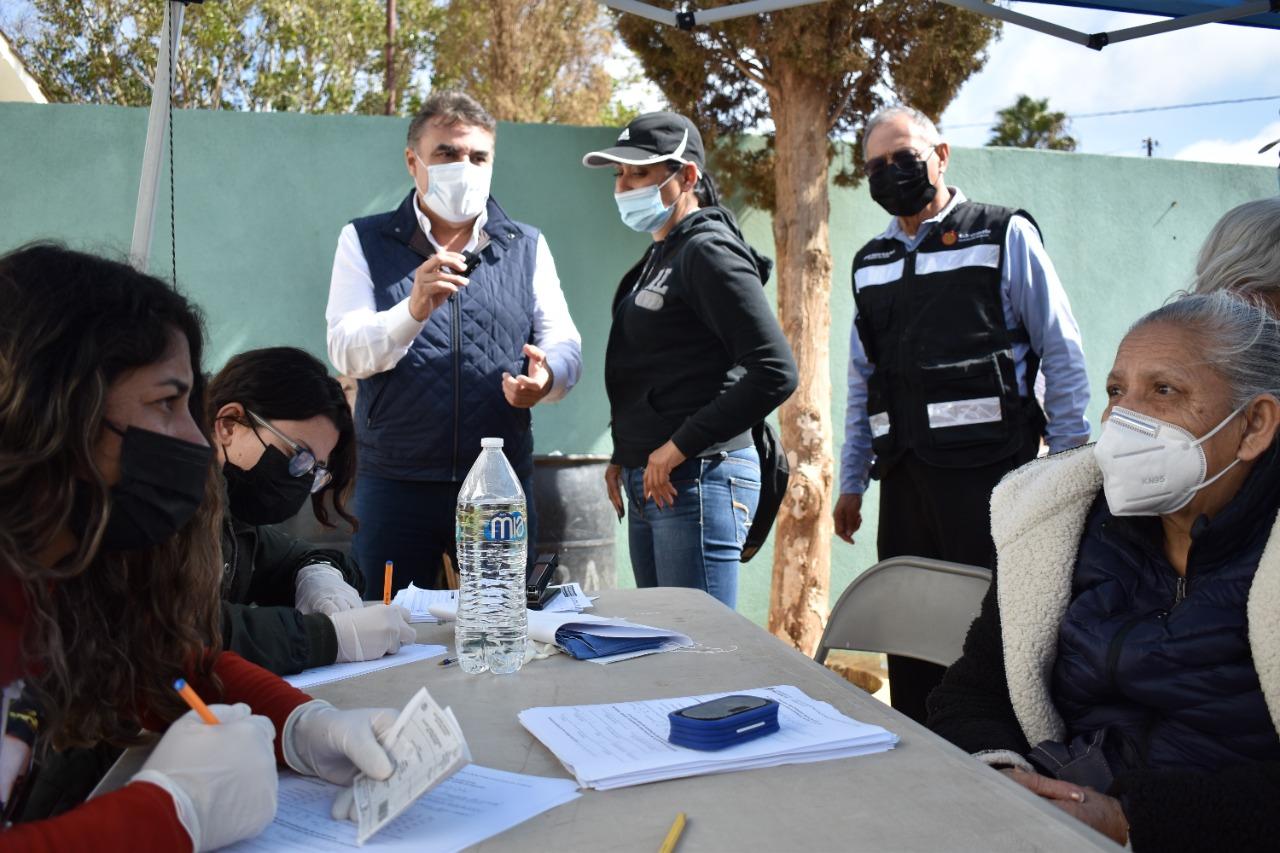 Supervisa Ruiz Uribe Puntos de Vacunación en el Sur Profundo de Ensenada