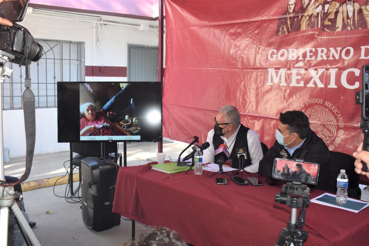 Adultos mayores postrados son visitados para ser vacunados en sus hogares: Alejandro Ruiz Uribe