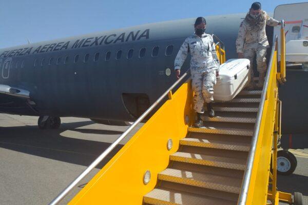 Arriba cargamento  de vacunas  Anticovid-19 a Baja California
