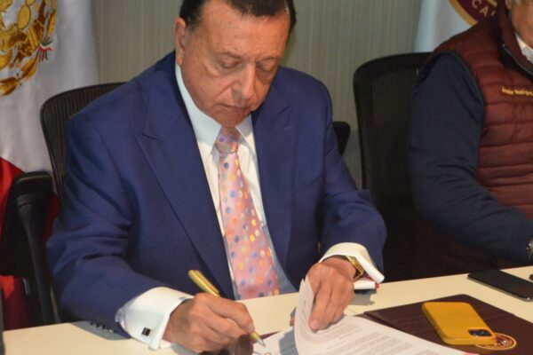 Firman convenio FGE y Secretaría de Economía Sustentable y Turismo