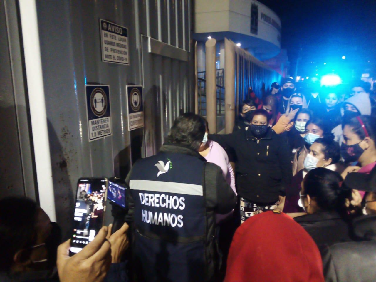 Con gas lacrimógeno controlaron a internos de la Peni