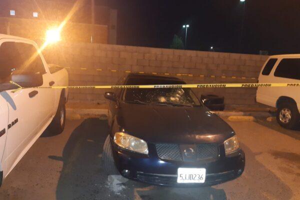 Investigan caso en Tecate de vehículo baleado que tenía rifles de asalto en su interior