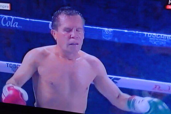 Julio César Chávez sacudió el Estadio Jalisco en su despedida de las peleas de exhibición