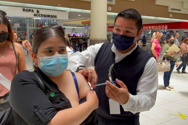 Aplican más de 200 mil vacunas en un solo día