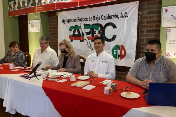 Presenta el Diputado Roman Cota Muñoz resumen de iniciativas ante integrantes de la APBC