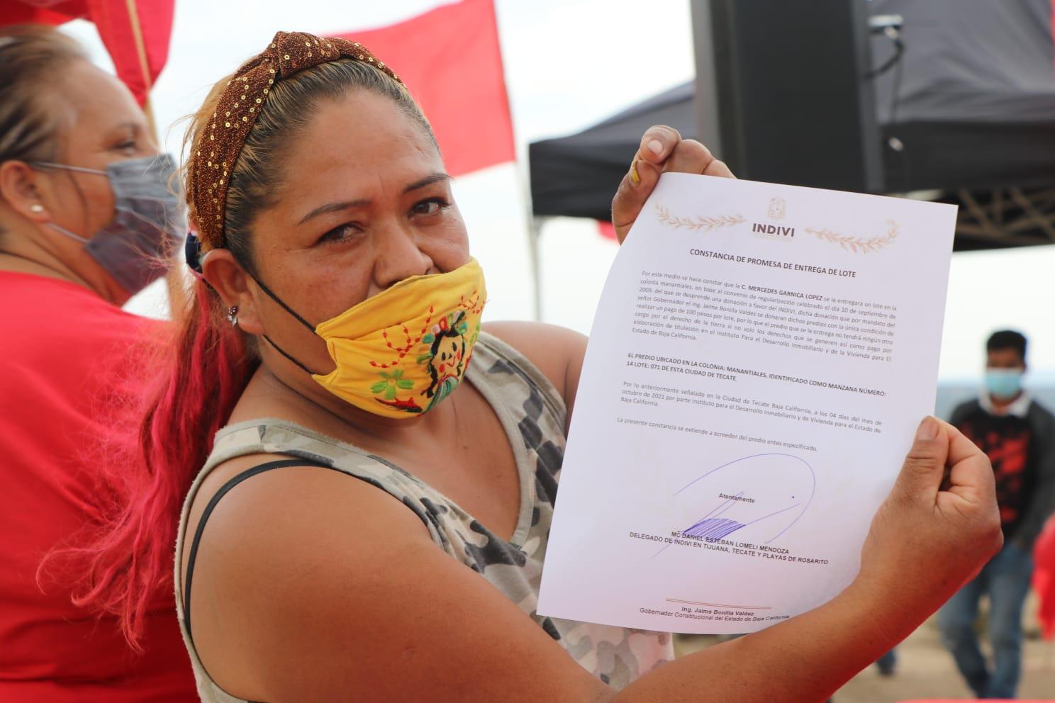 Entregan lotes de vivienda en el municipio de Tecate
